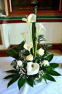 Contemporary Flower Arrangements, Tropical Flower Arrangements, Ikebana Flower Arrangement, Church Flower Arrangements, Beautiful Flower Arrangements, Beautiful Flowers, Altar Flowers, Church Flowers, Funeral Flowers