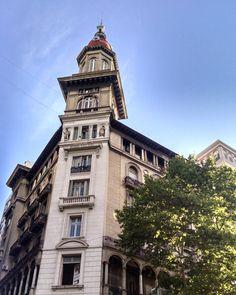 Como no querer a esta ciudad #city #urban #architecture #arquitectura #buildings #batiments #historique #history #beautiful #style #awesome #cupula #dome #BuenosAires #Argentina (en Avenida de Mayo)