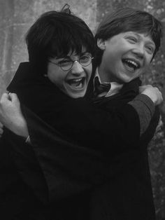 Daniel Radcliffe (Harry Potter) and Rupert Grint (Ron Weasley) Harry Potter Tumblr, Memes Do Harry Potter, Fans D'harry Potter, Mundo Harry Potter, Harry Potter Pictures, Harry Potter Cast, Harry Potter Love, James Potter, Harry Potter Fandom