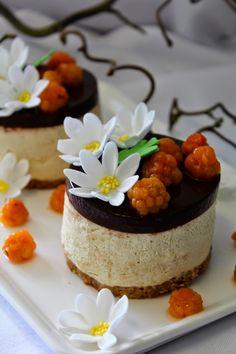 Kakkuviikarin vispailuja!: Äitienpäivä leivokset (kinuski-suklaa juustokakku)...
