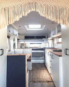 32 Vintage Viscount Caravan Ideas With Boho Interior - Interior Design Ideas & Home Decorating Inspiration - moercar - 32 Vintage Viscount Caravan Ideas With Boho Interior. Painting the exterior needs a bit of know-how - Pimp My Caravan, Diy Caravan, Retro Caravan, Caravan Ideas, Diy Camper, Camper Ideas, Camper Van, Retro Trailers, Camper Life