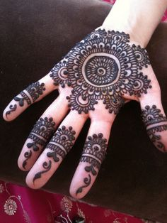 heartfirehenna.com Henna or Mehndi for Pakistani or Indian weddings to adorn the brides hands & feet with beautiful symbolic designs.