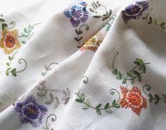 Mantel de vendimia mano bordada lino colorido por TheWhistlingMan