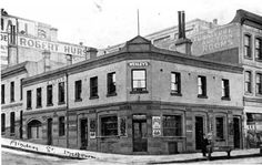 Duke of Wellington Hotel on the corner of Flinders and Russell Streets,Melbourne (year unknown).