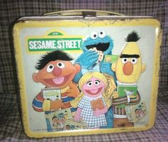 Metal lunchboxes ( I had this sesame street lunch box) Retro Lunch Boxes, Lunch Box Thermos, Cool Lunch Boxes, Metal Lunch Box, School Lunch Box, School Days, Whats For Lunch, Vintage School, Good Ole