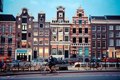 Amsterdam. When can I go backkkk? Such a surprisingly quaint yet bubbling place. So friendly and full of history. #Lurv
