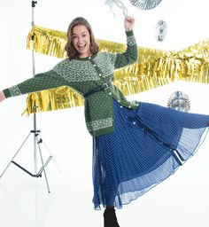 Klassisk kofte med tradisjonelt mønster. Strikkes i babyalpakka fra peru. Etisk handel og bærekraftig produksjon. Bell Sleeves, Bell Sleeve Top, Knitting, Tops, Women, Fashion, Threading, Moda, Tricot