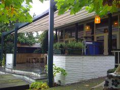 De Patio Evo beschermt tegen zon, wind en regen en creëert een outdoor kamer om te genieten in elk seizoen.(herfst) http://www.veldmanzonwering.nl/terrasoverkapping/harol-patio-vouwdak/harol-patio-evo/