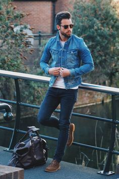 09 navy jeans, a white tee, brown shoes and a denim jacket - Styleoholic