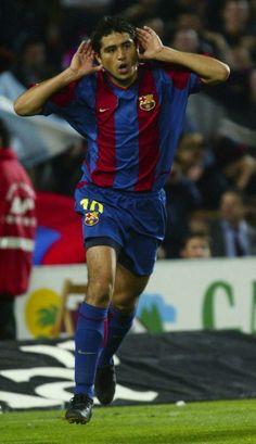 El Barcelona resaltó como un jugador muy fino técnicamente que fue Juan Román Riquelme, y su visión de juego prodigiosa, además de su carácter introvertido y frío al referirse al retiro del futbolista que vistió la camiseta azulgrana en la temporada 2002 /03, en la que jugó 42 partidos y convirtió seis goles.