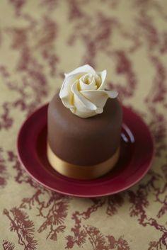 Simple & elegant Cake Decorating