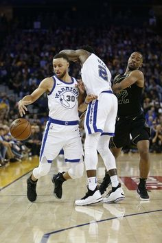 #StephenCurry returned to the Golden State line up but suffered an MCL injury mid way through the game against the Atlanta Hawks on Friday, March 23 in Oakland California. Warriors improve to 54-18 on the season. PHOTO CREDIT: USAToday