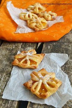 А я сегодня решила приготовить очень простые слойки с консервированными персиками и корицей. Я очень люблю такое сочетание! Если у вас есть готовое слоеное тесто,…