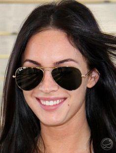 Megan Fox também gosta dos óculos Ray Ban, em especial o aviador. 8) #óculos #rayban #aviador #aviator #moda #style #meganfox #fox #megan #gilr #gilrs #eyewear #rb3025 #estilo #style #sunglasses