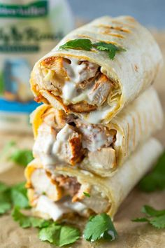 Healthy grilled chicken and ranch wraps are loaded with chicken, cheese and ranc. Nicola Van Der Merwe Food and drinks Healthy grilled chicken and ranch wraps are loaded with chicken, cheese and ranch. These tasty wraps come together in Mexican Food Recipes, Gourmet Recipes, Cooking Recipes, Vegan Recipes, Healthy Wraps, Healthy Snacks, Healthy Chicken Wraps, Healthy Wrap Recipes, Healthy Lunch Ideas