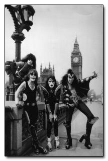 Kiss - making giant knobs of themselves in London. However stupid the make up is, however, it is infinitely preferable to their actual human faces. *shudder* - Thank goodness they knew how to rock, their style and looks were never going to win them acclaim.