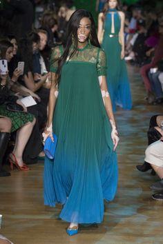 Elie Saab Spring 2018 Ready-to-Wear Collection Photos - Vogue Fashion Moda, Fashion Week, Love Fashion, High Fashion, Fashion Design, Style Haute Couture, Couture Fashion, Runway Fashion, Elie Saab Spring