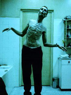 The Machinist. Christian Bale s'est transformé physiquement d'une manière dangereuse et terrible. Quand on le voit à l'écran , cette vision vous effraie et serre le coeur.