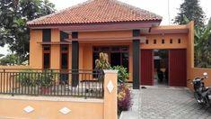 41 rumah ala indonesia paling di sukai komunitas! Garage Doors, Interior, Outdoor Decor, Modern, Home Decor, Trendy Tree, Decoration Home, Indoor, Room Decor