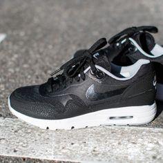 huge discount 04395 d7e70 Air Max 90, Nike Air Max, Black Nikes