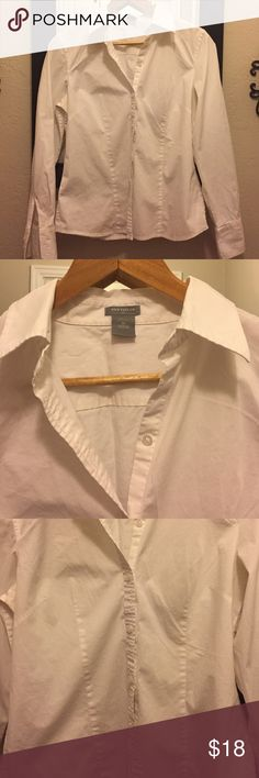 🔸Ann Taylor NEW LISTING White cotton button up.  Very figure flattering Ann Taylor Tops Button Down Shirts