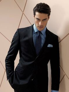 Handsome Men In Suits, Mens Suits, Madrid, Portrait Photography Men, Gentlemans Club, Business Fashion, Business Suits, Business Formal, Business Meeting