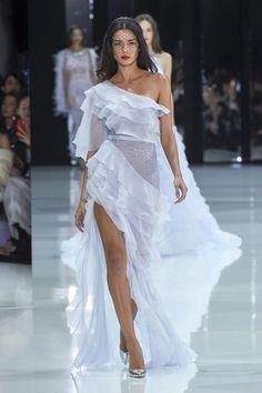 Ralph and Russo haute couture spring 2018 fashion show - Vogue Australia Ralph & Russo, Fashion Design Inspiration, Mode Inspiration, Fashion Week, Runway Fashion, Fashion Show, Fashion Goth, Womens Fashion, Fashion Tips