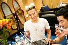 BIGBANG in America: Exclusive Backstage Photos --- G-Dragon spends time with YG Entertainment U.S. Business Director Peter Chun.