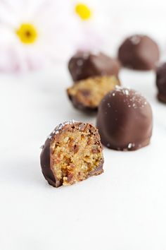 These look so good! Healthy Salted Caramel Truffles!