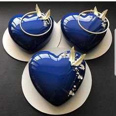 YES OR NO?❤❤❤ Mini blue heart cake by Its so glamour! I love so much! Fancy Desserts, Fancy Cakes, Mini Cakes, Cupcake Cakes, Pretty Cakes, Beautiful Cakes, Amazing Cakes, Patisserie Design, Mirror Glaze Cake