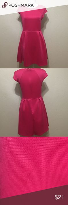 Pink Romeo and Juliet Couture Dress Beautiful Dress. Never worn. Small water mark in pic. Lol it might be from me (drinking water right now)! Dressy for summer! Romeo & Juliet Couture Dresses Midi