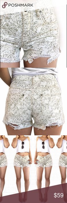 Free people print distressed shorts Super chic! No trades. Open to offers Free People Shorts