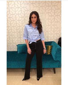 Kareena Kapoor Khan looks effortlessly chic as she poses with Arbaz Khan - HungryBoo Indian Bollywood Actress, Bollywood Girls, Bollywood Fashion, Bollywood Style, Bollywood Celebrities, Girls Fashion Clothes, Girl Fashion, Fashion Looks, Fashion Outfits