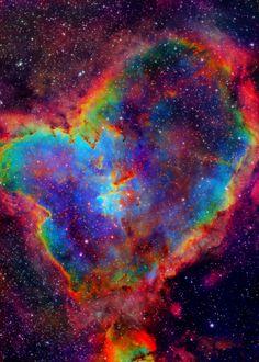 """""""Nebulosa del Corazón"""": Anahata chakra en el cosmos."""