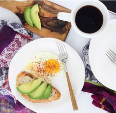 Avocado Toast | Breakfast in Bed | Host a Brunch Party | Fresh Dinnerware | Pretty White Table Accessories | Stylish Table Decor