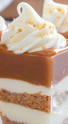 We've had to come up with new ideas to save time, and these No-Bake Caramel Cheesecake Shooters are just perfect. They are easy, fast and visually stunning. Shot Glass Desserts, Mini Desserts, No Bake Desserts, Dessert Recipes, Fast And Easy Desserts, Cheesecake Shooters, Dessert Shooters, No Bake Caramel Cheesecake, Cheesecake Recipes