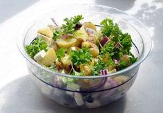 No offense to grandma, but her potato salad is a bit old-school. Shake up your spuds with three organic potato salad recipes. Salmon Recipes, Fish Recipes, Seafood Recipes, Dinner Recipes, Healthy Recipes, Paleo Meals, Paleo Dinner, Warm Potato Salads, Fresh Potato