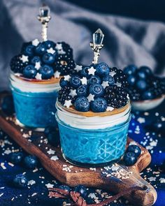27 Trendy Ideas for fruit smoothies with oats peanut butter Fruit Smoothies, Oat Smoothie, Skillet Chocolate Chip Cookie, Chocolate Peanut Butter, Skillet Cookie, Kreative Desserts, Delicious Desserts, Yummy Food, Blue Food