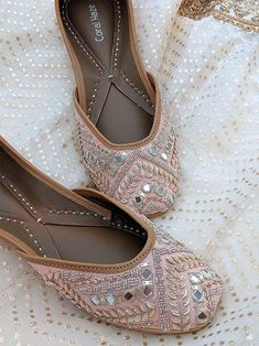 Handmade peach juttis with mirror work, leaves and bead-work Coral Sandals, Bridal Sandals, Indian Shoes, White Wedding Shoes, Party Shoes, Beautiful Shoes, Pump Shoes, Comfortable Shoes, Mirror Work