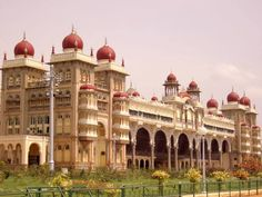 Get detailed information on Places to visit in Mysore. Jaganmohan Palace, Chamundi Hills, Brindavan Gardens, Mysore Palace are top tourist destinations & places to see in Mysore sightseeing