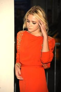 Ashley Olsen - what a fashionista! And I love this orange dress, it's so fab. Looks Street Style, Looks Style, Looks Cool, Style Me, Simple Style, Look Fashion, Fashion Beauty, Olsen Fashion, Modern Fashion