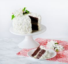 cocoa cake filled with the best coconut milk pastry cream (made with coconut milk, heavy cream, yolks, sugar and cornstarch); covered in a coconut milk cream cheese buttercream and coconut flakes