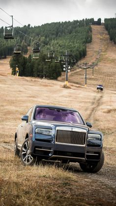 View 2019 Rolls-Royce Cullinan images from our 2019 Rolls-Royce Cullinan First Drive photo gallery. Rolls Royce Models, Rolls Royce Cars, Classic Cars British, Best Classic Cars, Voiture Rolls Royce, Rolls Royce Wallpaper, Lamborghini, Ferrari F40, Vintage Rolls Royce