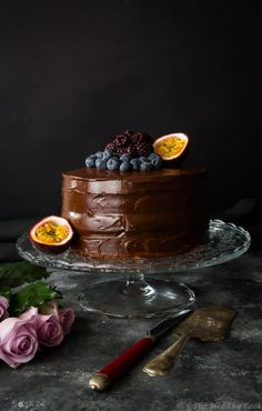 Υγιεινή Τούρτα Σοκολάτας – Healthy Chocolate Birthday Cake - The Healthy Cook Healthy Birthday Cakes, Birthday Desserts, Healthy Cake, Healthy Desserts, Healthy Food, Healthy Chocolate, Chocolate Desserts, Cake Chocolate, Cake Decorating Amazing