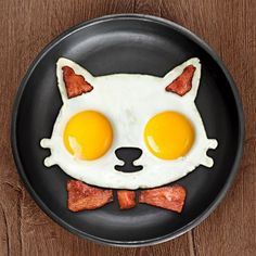 Make breakfast fun for everyone with this cat egg mold! It's perfect to use when you want 2 eggs sunny side up- the best way to eat them! Get creative and add some bacon for detail. Made from food-safe silicone. Cute Food, Good Food, Yummy Food, How To Make Breakfast, Best Breakfast, Breakfast Time, Breakfast Cooking, Breakfast Ideas, Silicone Egg Mold