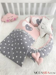 Modastra Baby Nest ve Pikeli Set Baby Nest Baby Set, Baby Crib Sets, Baby Shower Deco, Girl Cribs, Baby Sewing Projects, Baby Cover, Baby Pillows, Baby Play, Baby Crafts