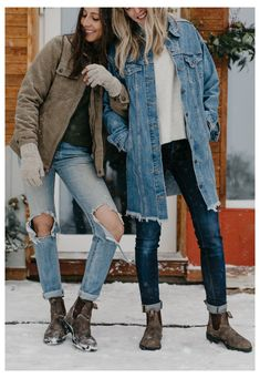 Chelsea Boots With Jeans, Brown Chelsea Boots Outfit, Jeans And Boots, Ripped Jeans, Winter Dresses With Boots, Dress With Boots, Outfit Jeans, Blundstone Boots Women, Rustic Outfits