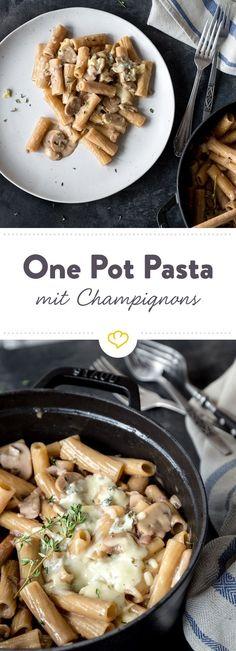 Alles aus einem Topf: Leckere Pasta in einer herrlich cremigen Sauce trifft auf Champignons und zart schmelzenden Käse.