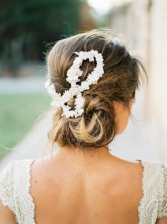 Messy chignon and floral garland: http://www.stylemepretty.com/little-black-book-blog/2014/12/11/romantic-pink-navidad-wedding-inspiration/ | Photography: Mireia Cordomi - http://www.mireiacordomi.com/