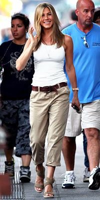 Jennifer Aniston effortless casual style!